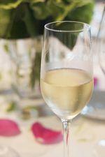 グラスに注がれた「シャンパンの写真画像