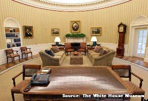 ホワイトハウス内の大統領執務室である「オーバルオフィス」の写真画像