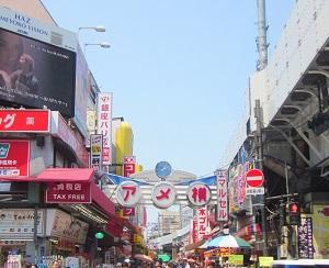 東京・上野にある「アメ横」の光景画像