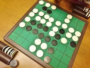 「オセロゲーム」用盤と白黒の石画像