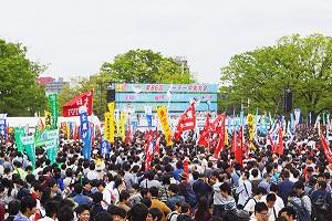 「メーデー」における労働組合団体集会の写真画像