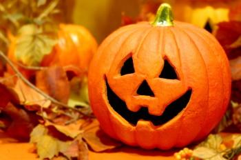 ハロウィンに飾るかぼちゃの提灯画像