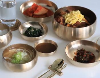 韓国のステンレス製食器の画像