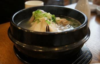 韓国料理サムゲタンの写真画像